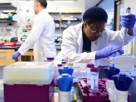<p>Chemical engineering student in EBB lab</p>